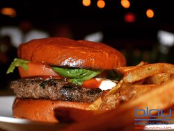Classic 10 oz. blend Burger, w/ tomato, lettuce, Manchego Cheese on a brioche bun. ❤️🍔