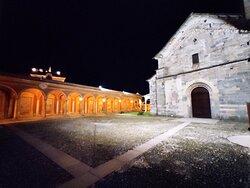 Con il vicino Battistero, rappresenta il monumento più significativo di Baveno