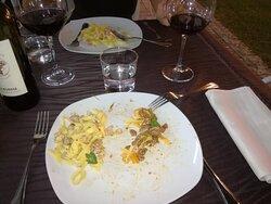 Fettuccine coniglio e porcini e fettuccine 'La Borina' con filetto di manzo e peperoni e bigoli all'anatra.
