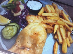 Cruncy fish and chips with tartar souce