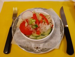Verouderd restaurant met redelijk verzorgd en smakelijk diner