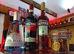 Gin, Vermouth Rosso, Campari! Come in and taste our Negroni 🍊