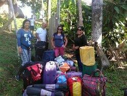 Nuestras amigas del grupo GRADE, esperando sus movilidad para su retorno a la ciudad de Lima.