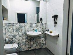 Bagno completo con cabina doccia