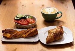 "Sajtos újdonságok: 🧀 cheddar sajtos ""csavart"" 🧀 gouda sajtos croissant"