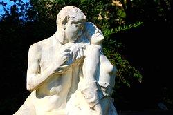 """Parc Montsouris , Statue """" Un Premier Frisson """" vue de détails //Parc Montsouris, Statue """"Un Premier Frisson"""" detail view"""