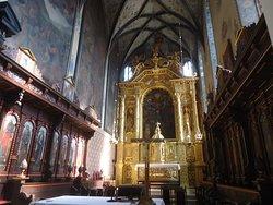 Bardzo cenne są mansjonarskie stalle po obu stronach  prezbiterium . Pochodzą  z ok.1600 roku .