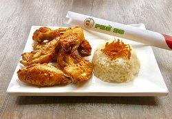 Chicken Wings and Coconut Sticky Rice (Cánh Gà Chiên Nước Mắm và Xôi Dừa)