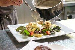 Frische, saisonale Küche mit zumeist regionalen Zutaten.