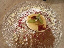 Flambeado de manzana, uno de los postres estrella del Restaurante Villa de Brihuega.