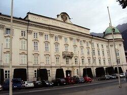 """En mi sección ❤ Viajes: """"RECUERDOS... en tiempos de pandemia"""". Fotos de distintos sitios visitados. *AUSTRIA - INNSBRUCK: Palacio Imperial (Hofburg) 🌍. Una de las construcciones más sobresalientes en la zona histórica."""
