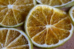 Naranjas deshidratadas para el toque especial a los cocteles de Almoraduz.