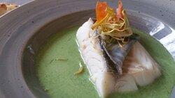 Merluza fresca en salsa verde.
