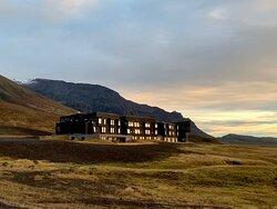 Lage zum Gletschersee top - schickes Hotel