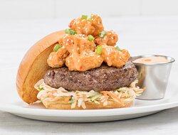 Surf & Turf Burger il classico steak burger guarnito con One Night in Bangkok Spicy Shrimp