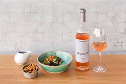 Dois mundos em perfeita sintonia: o nosso restaurante e o vinho da nossa adega