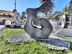 """""""l'ESSERE"""" dell'artista Teresa Condito in piazza Benedetto XV a Casoria."""