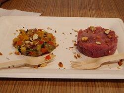 Tartare di tonno con caponatina di verdure