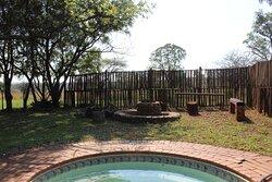 Adult splash pool and outside braai area at the Blouwildebees Uitsig unit