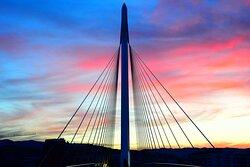 Il pilone di sostegno al tramonto