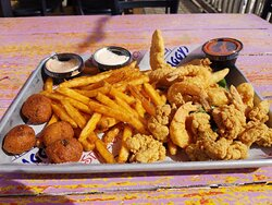 Fries to die for. Plus the best hushpuppies, fried catfish and oysters.