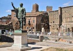 Цезарь перед своим Форумом