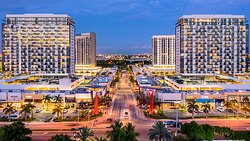 Discover Downtown Doral and all of its offerings. Escape the day-to-day routine by visiting locally owned storefronts like Skyros Sport and Ballet Boutique, or enjoy happy hour at the finest eateries in South Florida like Bulla Gastrobar, Dragonfly Izakaya & Fish Market, Las Vegas Cuban Cuisine, and Pisco y Nazca Ceviche Gastrobar.
