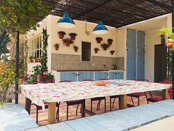 Outdoor kitchen-dining area
