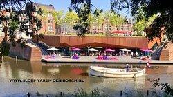 Verhuur van luxe sloepen inclusief kapitein  Zelf hapjes en drank meenemen is toegestaan  Varen door het centrum van Bougondisch Den Bosch over de Dieze, de Aa en de Stadsdommel  Ideaal voor uw uitje, bedrijfsfeestje, verjaardag etc !