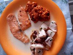 Salmone, pappa e insalata di mare . Lasagna di pesce , e polipo al forno con patate. ASPORTO BOCCA D'ERSA SUBLIME . Io mangio