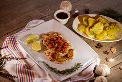 Pechuga a la plancha con Papas Salteadas •Grilled Chicken Breast with Salted Potatoes