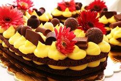 Torta Cream Tart a forma di numero per festa compleanno. Pasta frolla al cioccolato e crema pasticcera.