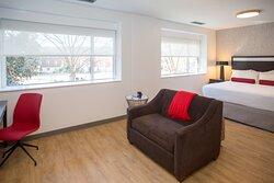 Dean's King Suite - bedroom