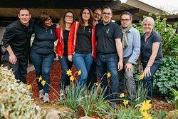 L'équipe de l'hôtel restaurant Ibis Quimper (Finistère) vous accueille avec le sourire.