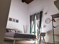 Stanza Trotula de Ruggiero ideale per coppie in cerca di un angolo intimo e riservato nel cuore di Salerno Città
