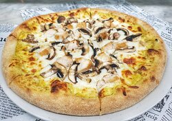 Pizza Chicken & Curry cream with mushrooms