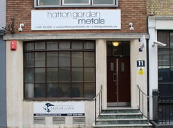 Located in London's prestigious jewellery quarter, a convenient place to shop.