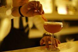 Güzel bir içeceğin, yüzde güzel bir tebessüme sebep olduğunu çok iyi biliyoruz. En güzel kokteyller ve zevkinize uygun içecekler Tiene Vida Restaurant'ta.