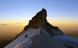 El Iztaccíhuatl con sus 5,230 metros al amanecer.