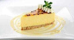 Ven y disfruta del más rico cheesecake de maracuyá, lo tenemos en nuestro local de Passion Cannelle
