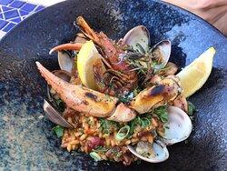 Um restaurante com vistas MAGNÍFICAS! Comida deliciosa, gourmet.