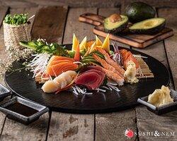✨ HEAVEN ON A PLATE ✨ Was gibt es besseres als eine leckere Sushi-Platte? Ob Maki, Nigiri, Inside Out oder Sashimi - bei uns könnt Ihr Euch zwischen eine große Vielfalt entscheiden. Auf was fällt Eure Wahl? 🤤🍣 Bestellt Euch alle Gerichte ganz einfach über unseren Online Shop und holt es Euch ab, um es gemütlich auf dem Sofa zu verspeisen. 💻 #kempten #fuessen #friedrichshafen www.sushiundnem.de  Genießt unser leckeres Essen und bleibt gesund! Wir freuen uns auf Eure Bestellungen! 🥰