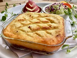 100% beef cottage pie, topped with mashed potatoes. The mashed potato edge becomes wonderfully crispy from baking!