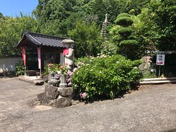 神宮寺の敷地内です。(順路は完全無視です。笑)
