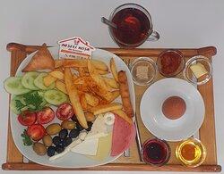 Tek kişilik tabak kahvaltı