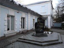 На фоне здания Еврейской общины Иваново