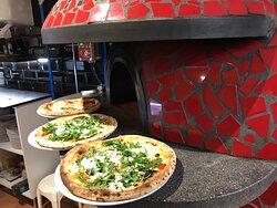 Pizzas y nuestro horno de piedra refractaria