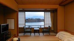 部屋からの眺め。正面に岩手山。