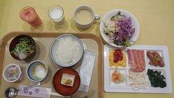 朝食。朝からこれだけ食べれば十分。