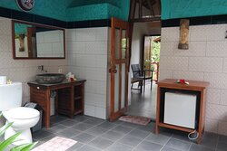 Room # 5 Outdoor shower , bathtub and private garden.